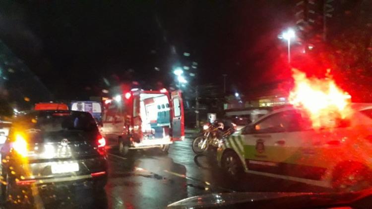 A colisão ocorreu em frente à rede de supermercados GBarbosa - Foto: Thais Seixas | Ag. A TARDE