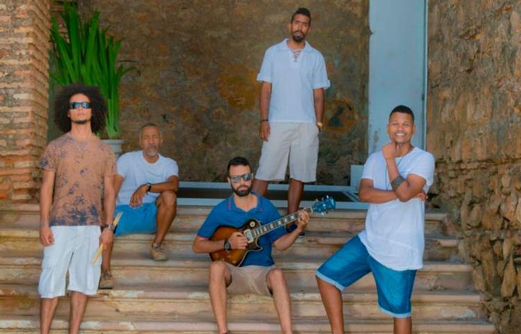 Banda Conexão Tambor comanda a noite com o EP Sintonia Baiana - Foto: Divulgação