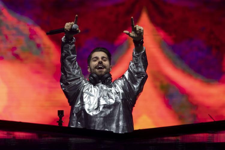 Na sexta-feira, 27, Alok estreou o Palco Mundo com espetáculo digno de Olímpiada - Foto: Mauro Pimentel l AFP