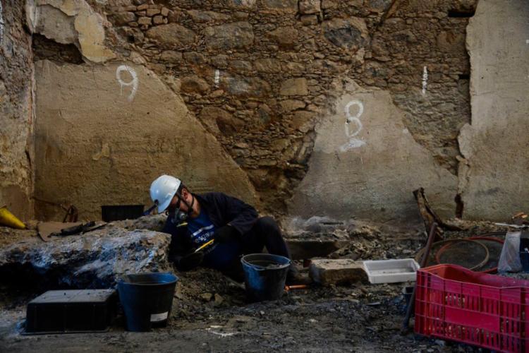 É um trabalho arqueológico no que antes foi uma exposição de arqueologia - Foto: Fernando Frazão | Agência Brasil