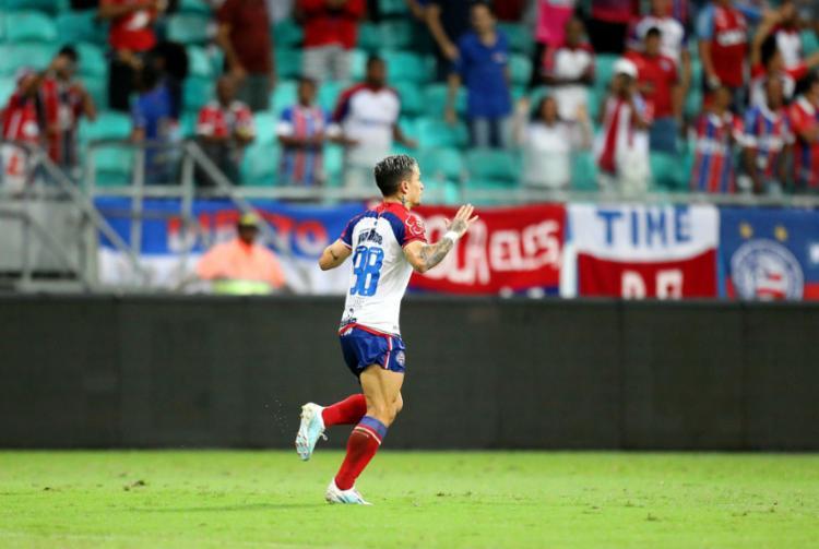 Em noite inspirada, Artur marcou um gol e deu assistência para outro - Foto: Adilton Venegeroles l Ag. A TARDE