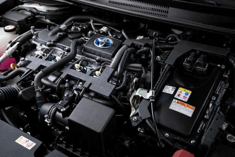 Versão Altis Híbrido Flex combina três motores