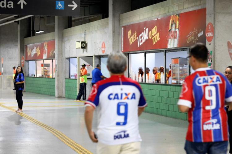 Bares da Arena ficaram vazios e quem comprou cerveja foi vaiado - Foto: Adilton Venegeroles l Ag. A TARDE