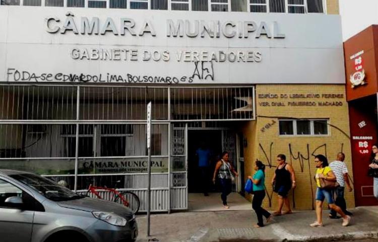 Presidente da Câmara solicitou que a pichação fosse removida - Foto: Ney Silva | Acorda Cidade