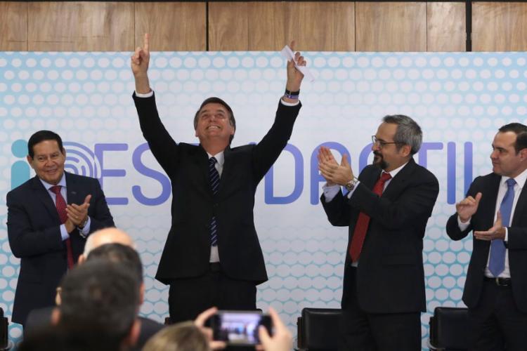 O presidente Jair Bolsonaro durante cerimônia de lançamento da ID Estudantil no Palácio do Planalto - Foto: Valter Campanato l Agência Brasil