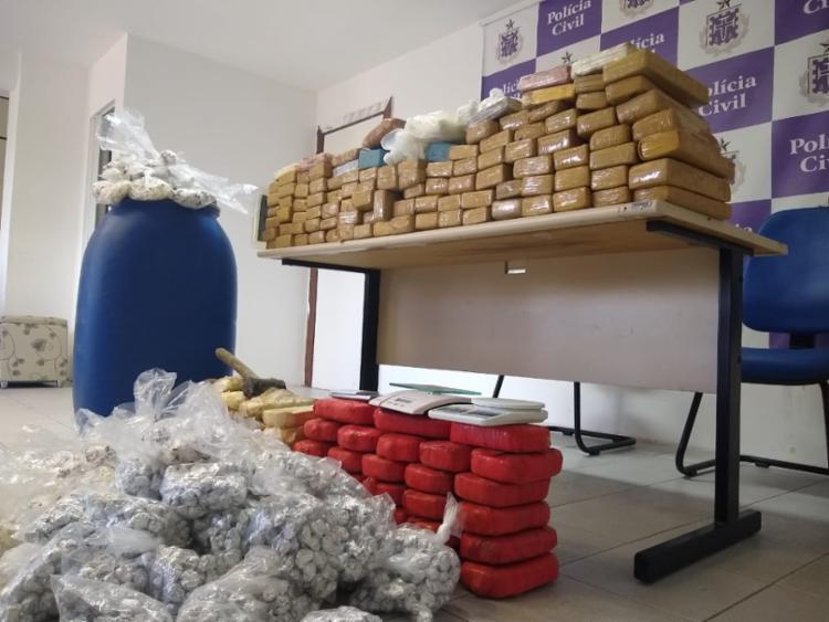 Foram apreendidas 13 tabletes de pasta base de cocaína, 91 tabletes de maconha e 60 tabletes de crack, - Foto: Divulgação | SSP