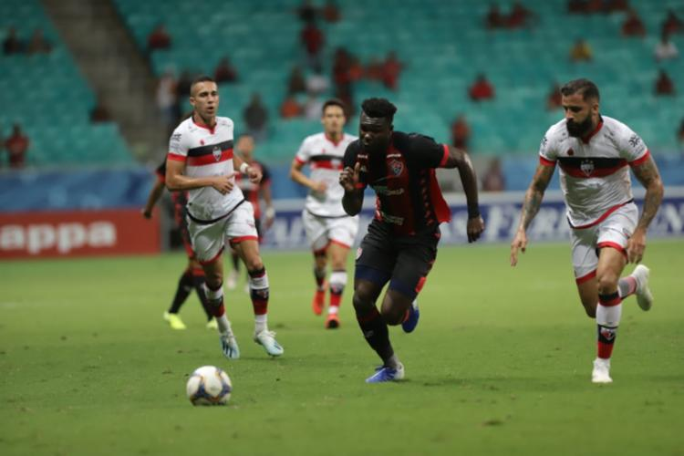 Caicedo (centro) voltou a ser titular no jogo desta terça-feira - Foto: Uendel Galter l Ag. A TARDE