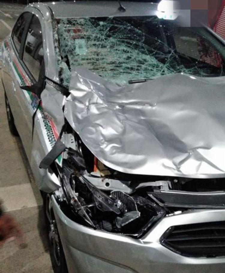 Carro ficou com a frente destruída por conta do impacto - Foto: Reprodução | Blog do Anderson