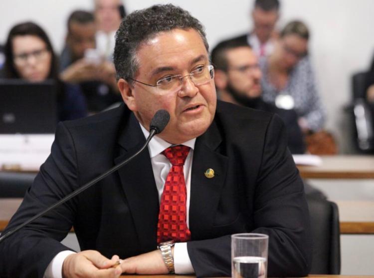 Ele anunciou que vai apresentar amanhã o parecer da reforma tributária na CCJ - Foto: André Corrêa | Agência Senado