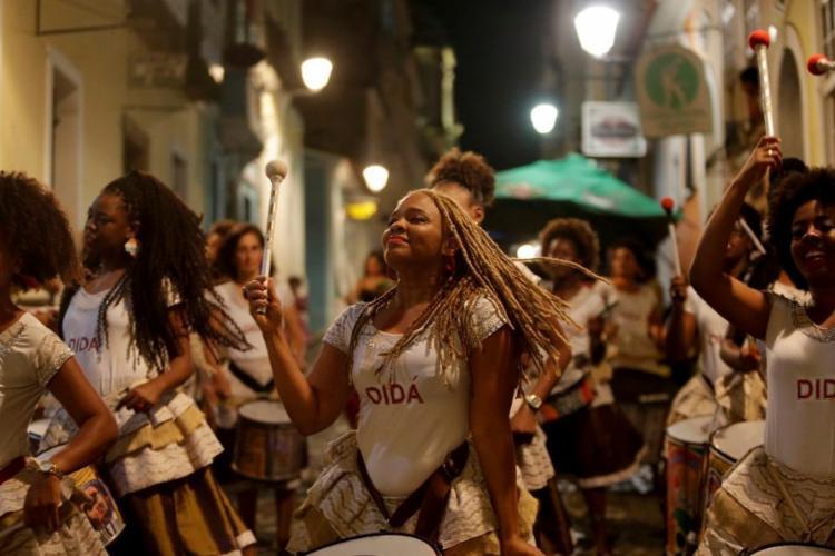 Apresentação no Pelourinho, onde fica a sede do grupo, criado por Neguinho do Samba - Foto: Adilton Venegeroles / Ag. A Tarde