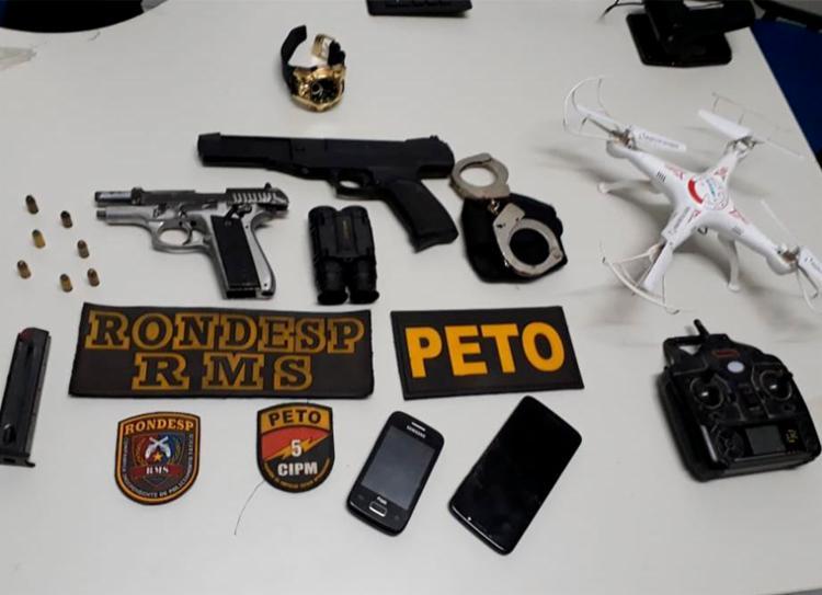 Grupo usavam o drone e um binóculo para monitorar rivais e chegada da polícia - Foto: Divulgação | SSP-BA