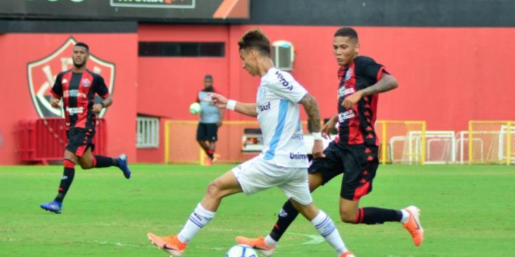 O Rubro-Negro não conseguiu fazer valer o fator 'casa' diante do Tricolor gaúcho - Foto: Jhony Pinho | AGIF