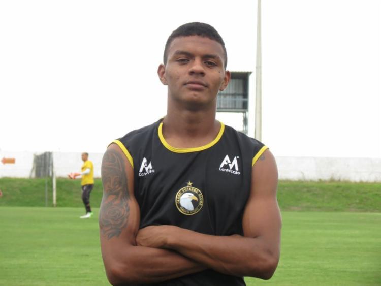 O atacante Negueba (foto) e o zagueiro João Victor já estão em Salvador - Foto: Rhuan Carlos | Globo FC