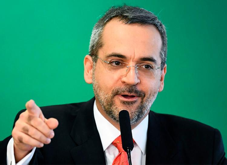 Universidades e institutos receberão cerca de R$ 1,2 bilhão, de acordo com Weintraub - Foto: Evaristo Sa | AFP