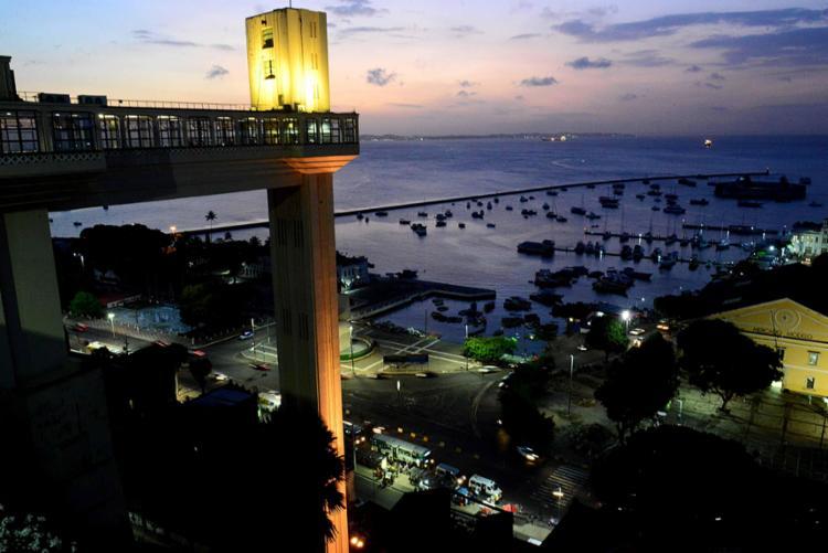 A iluminação no Elevador Lacerda será amarelada até o o dia 26 de Setembro - Foto: Valter Pontes | Secom