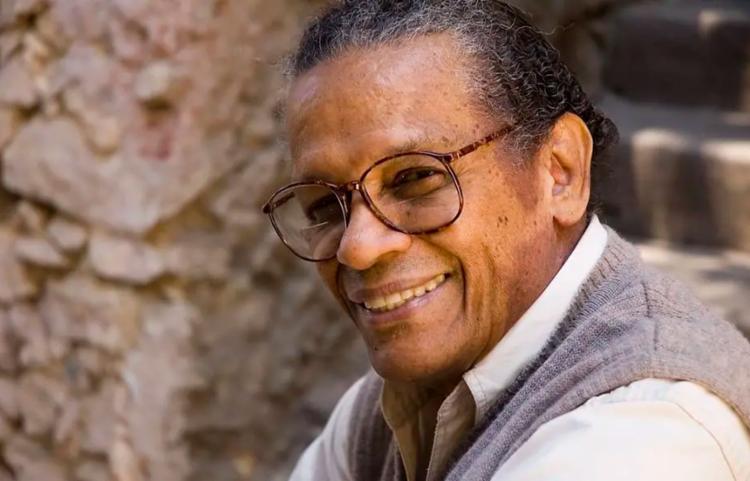 Em 2010, quando completou 80 anos, Elton Medeiros viu-se fragilizado por problemas de saúde - Foto: Silvana Marques