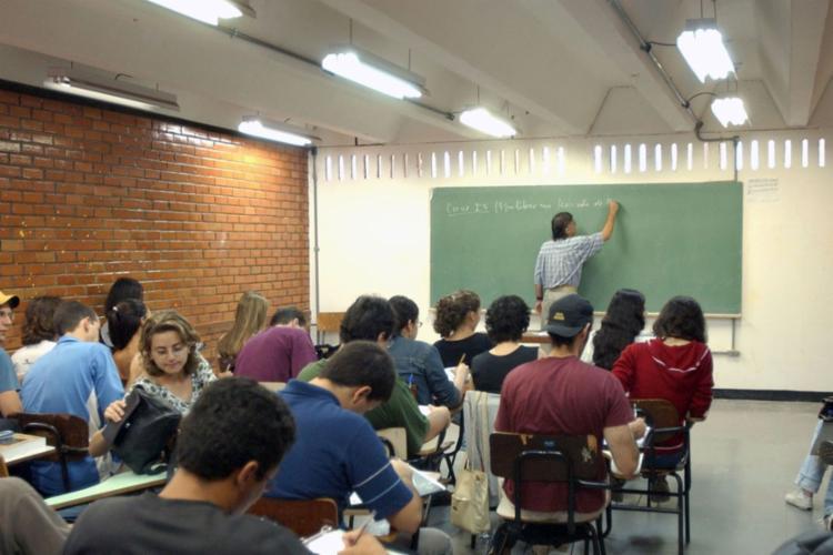 O Encceja é um exame para jovens e adultos que não tiveram oportunidade de concluir os estudos na idade apropriada - Foto: Arquivo l Agência Brasil