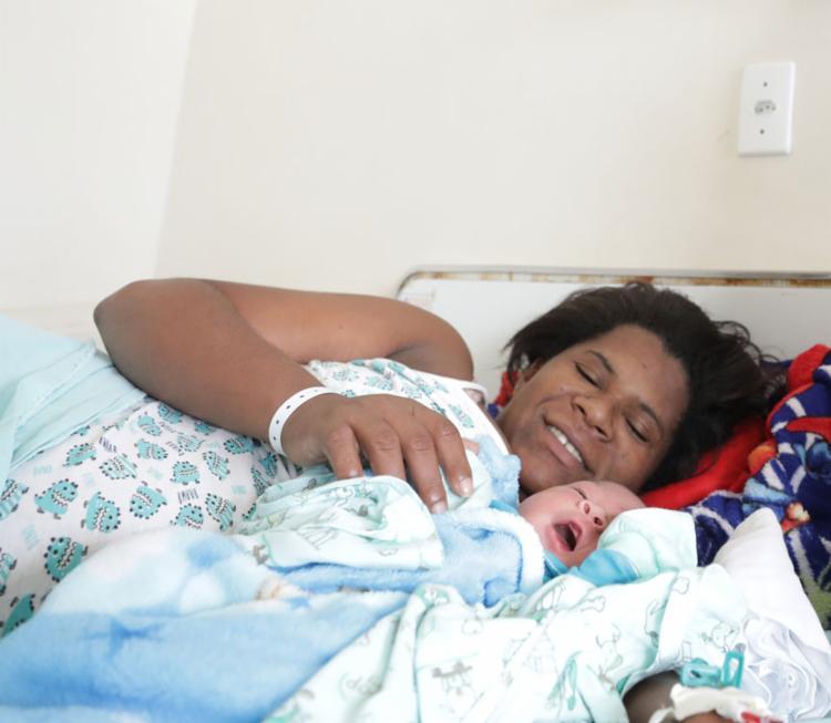 Elisângela deu à luz Heitor em parto realizado na maternidade municipal