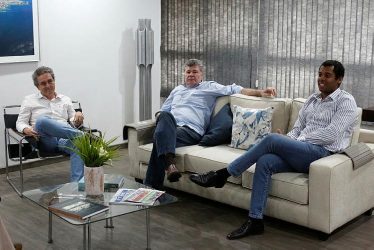 Na foto, Luís Carlos Lima (Ecoluz), Eduardo Aragon (BrainMarket) e Rafael Valverde (Eolus Consultoria) - Foto: Rafael Martins | Ag. A TARDE