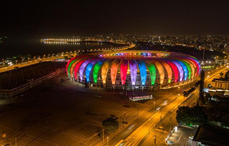 Dirigentes do futebol e políticos do país têm trocado farpas sobre como agir contra a homofobia nos estádios - Foto: Popy Martins