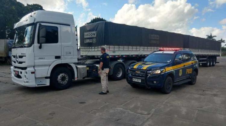 Motorista apresentou nota fiscal falsificada para os agentes - Foto: Divulgação | PRF