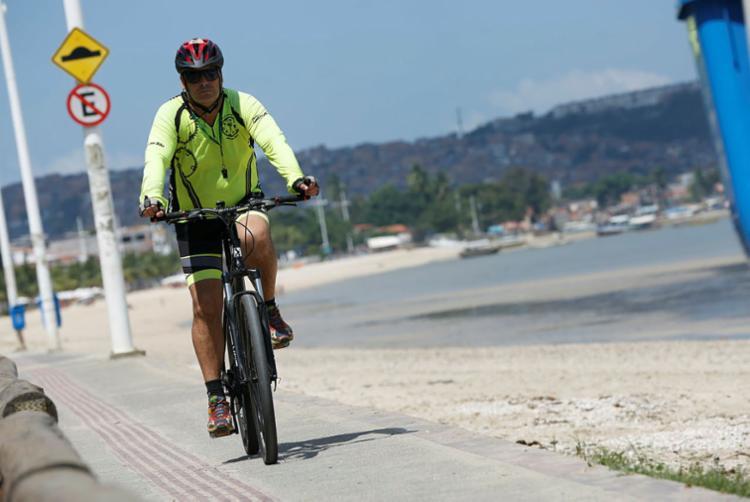 Comerciante, Nilton pedala duas vezes por semana - Foto: Rafael Martins | Ag: A TARDE