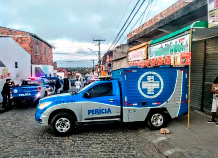 Vítimas foram baleadas em um bar no bairro Expansão do Conjunto Feira IX - Foto: Ed Santos | Acorda Cidade