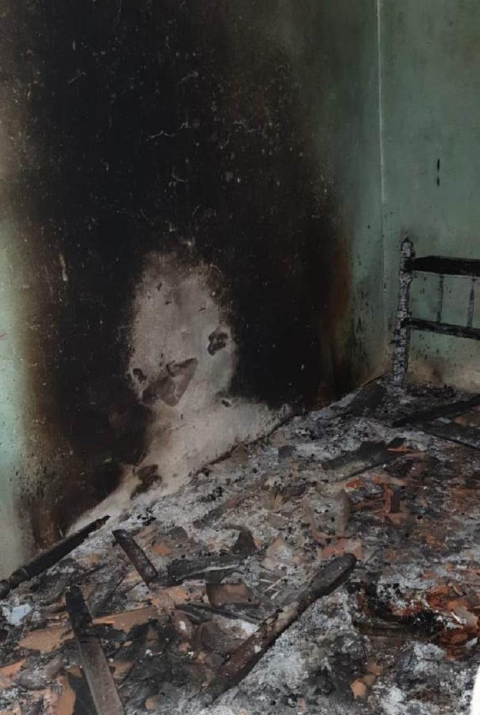 Suspeitos atearam fogo em um dos cômodas da casa durante o crime - Foto: Reprodução | Acorda Cidade