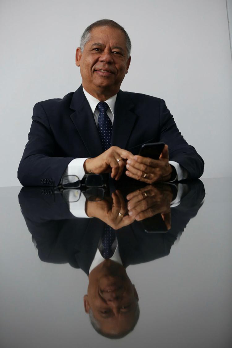 Nilson prepara para o uso profissional da internet - Foto: Rafael Martins | Ag: A TARDE