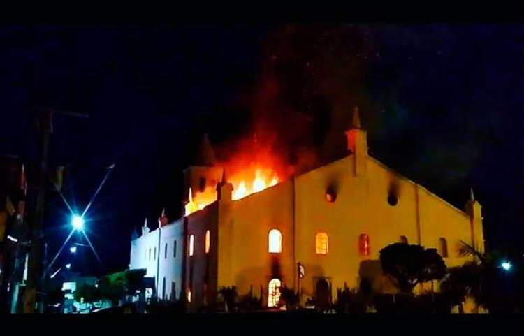 Igreja centenária foi atingida por incêndio em abril deste ano - Foto: Reprodução | Facebook