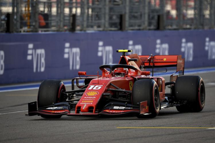 O piloto monegasco se tornou o primeiro piloto da Ferrari a marcar quatro poles em sequência desde o alemão Michael Schumacher - Foto: Dimitar Dilkoff / AFP