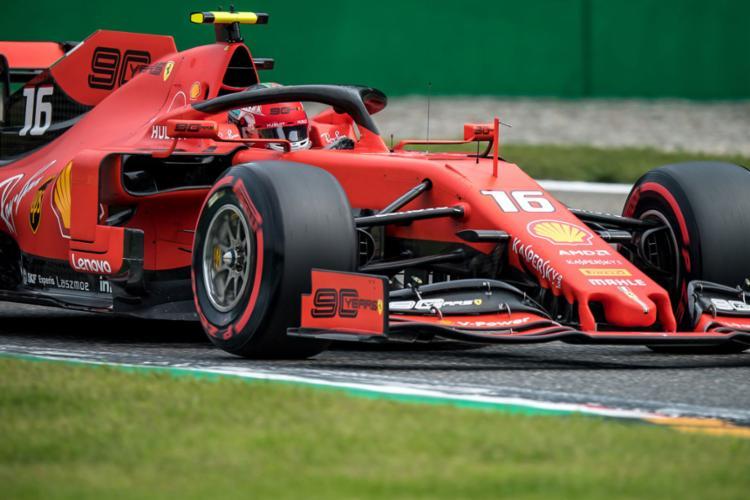 Será a quarta vez que o jovem piloto da Ferrari vai largar em primeiro no ano - Foto: Andrej Isakovic l AFP