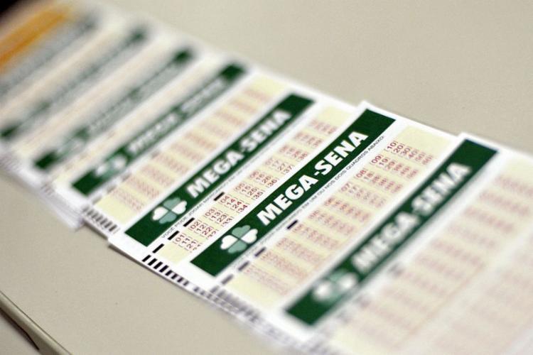 Segundo a Caixa, o novo serviço aumenta os canais disponíveis aos apostadores, permitindo o registro de apostas em nove das dez modalidades das loterias federais, de qualquer lugar e de forma prática, segura e digital - Foto: Marcello Casal Jr. l Agência Brasil