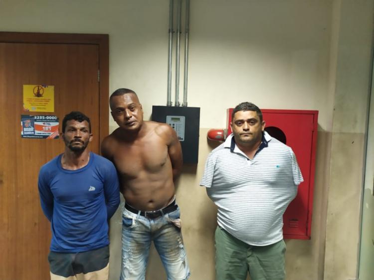 Os suspeitos de tráfico foram levados para a sede da Polícia Federal em Feira de Santana - Foto: Divulgação | SSP