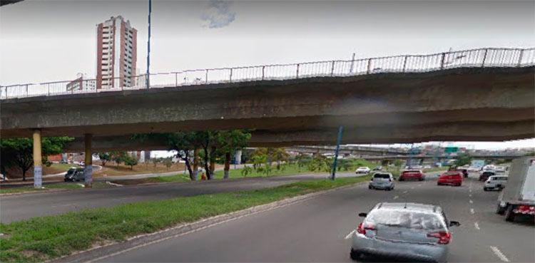 Funcionários vão em direção ao Centro Administrativo da Bahia (CAB) - Foto: Reprodução | Google Street View