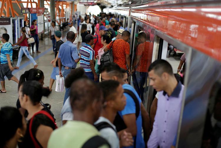 Trem apresentou problemas nas proximidades da Estação Brotas - Foto: Raul Spinassé   Ag. A TARDE