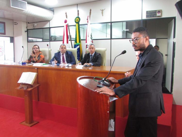 O chefe do Cartório Eleitoral, Uesglei Silva, esclareceu dúvidas e informou aos eleitores que ainda não regularizaram sua biometria as consequências da não regularização eleitoral. - Foto: Divulgação