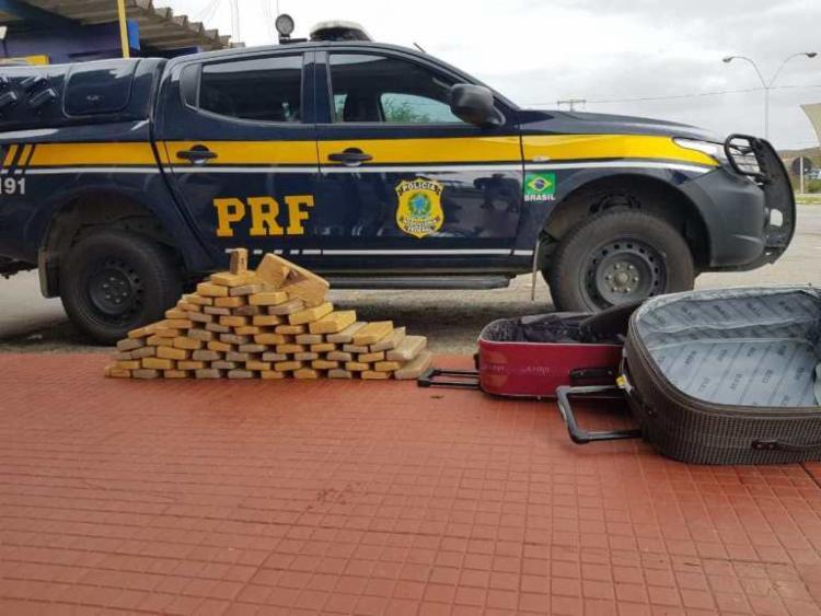 Droga estava no compartimento de bagagens do ônibus - Foto: Divulgação | PRF