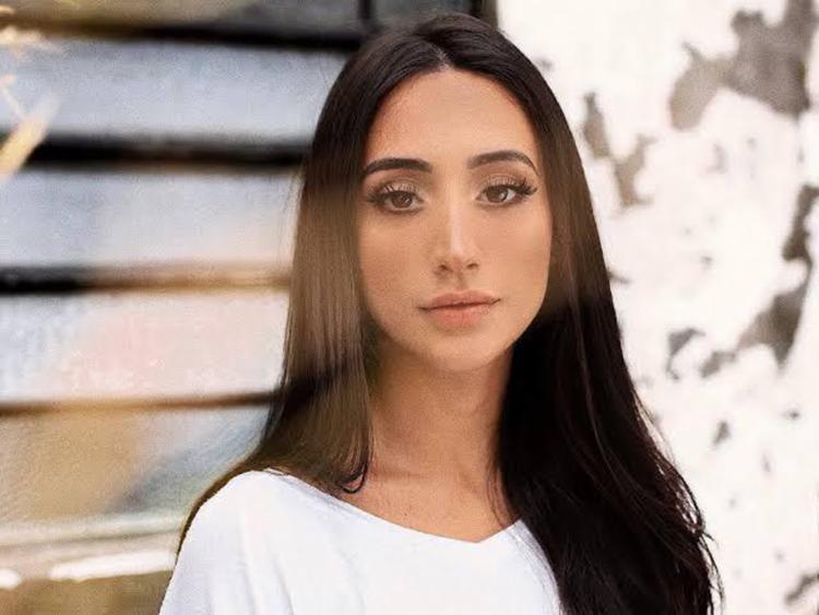 Mariana, que é sucesso na internet com covers de músicas famosas, irá apresentar canções autorais - Foto: Divulgação