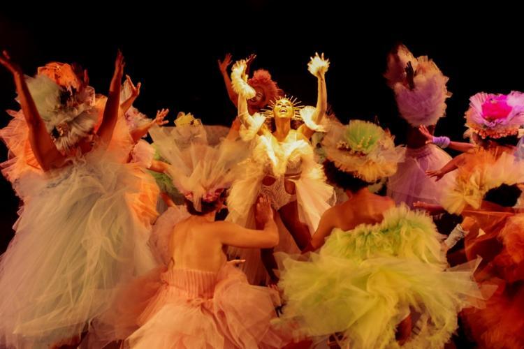 Espetáculo musical é uma versão inédita da comédia de Shakespeare - Foto: Sora Maia | Divulgação