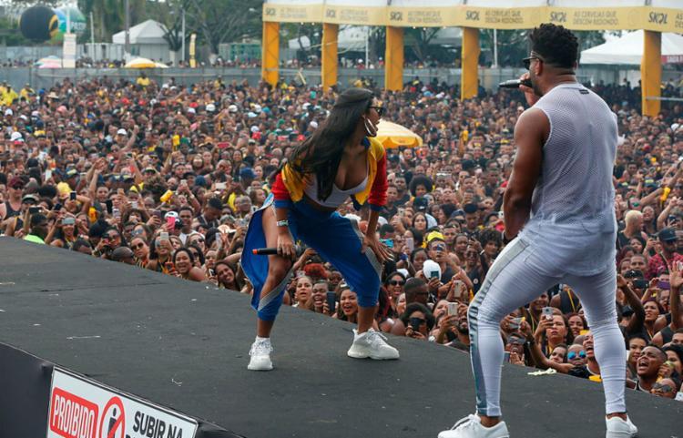 Show do Parangolé teve participação da funkeira Pocah