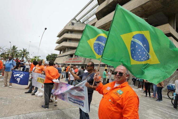 Sindicato dos Petroleiros da Bahia realizou manifestação na Assembleia - Foto: Joá Souza | Ag. A TARDE