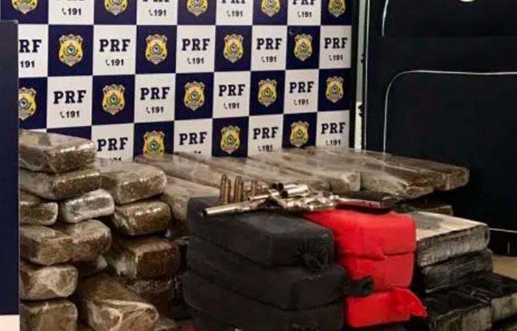 Suspeitos foram encaminhados para a delegacia de polícia judiciária local - Foto: Divulgação   PRF