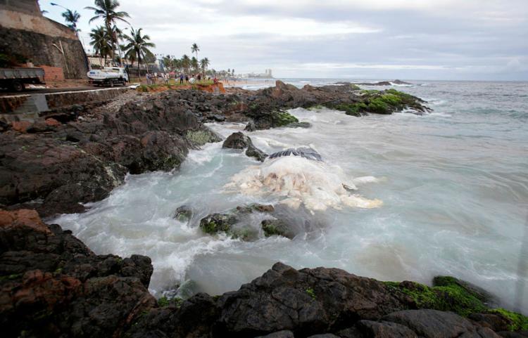 Praia de Ondina está entre as não recomendadas para banho - Foto: Adilton Venegeroles | Ag. A TARDE