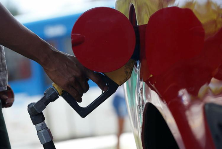 Executivo informou que não haverá repasse imediato nos preços dos combustíveis - Foto: Rafael Martins| Ag: A TARDE