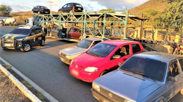 Veículos seguiriam para os municípios de Cansanção, Capim Grosso e Monte Santo, todos na Bahia - Foto: Divulgação   PRF-BA
