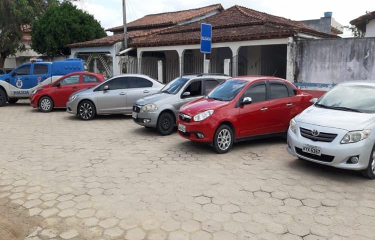 Cinco carros foram recuperados na operação