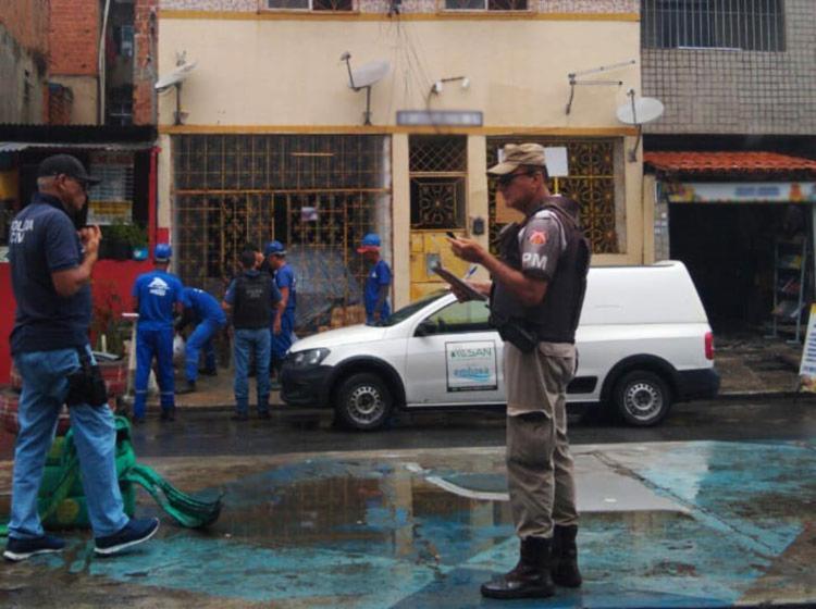 Irregularidades encontradas foram retiradas e os responsáveis pelos imóveis notificados e multados - Foto: Divulgação | Embasa