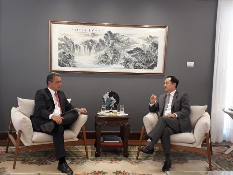 Governador conversou com o embaixador Yang Wanming sobre missão internacional em 2020 - Foto: Camila Peres | Gov-BA