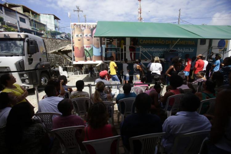Cidadãos aguardando o atendimento